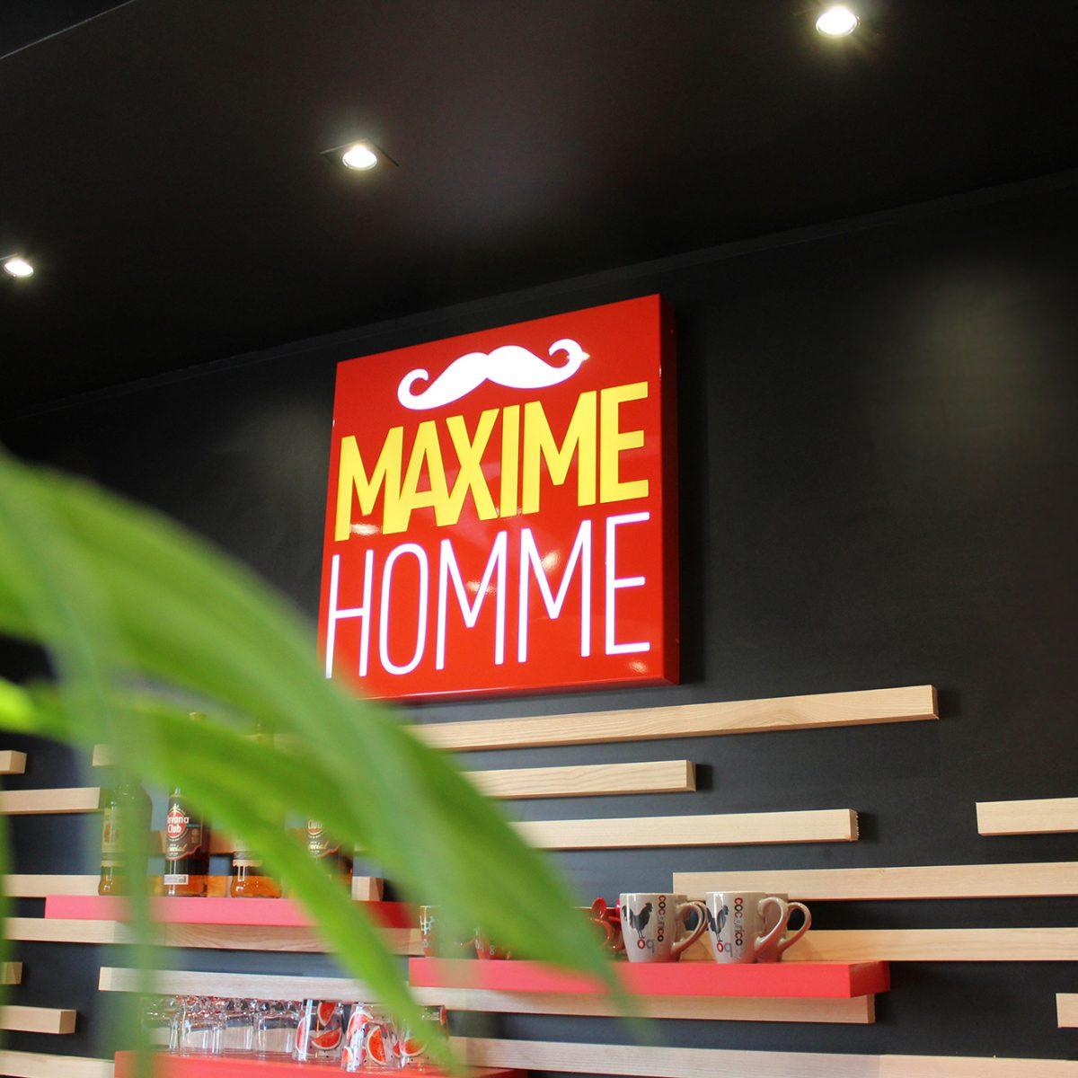 Maxime-homme-page-accueil-barbier-coiffeur-ambroise